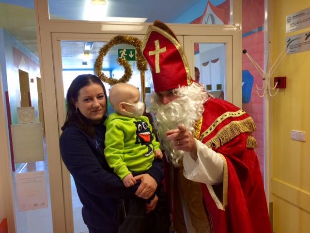 Svatý Mikuláš na uzavřeném odd. Dětské hemato-onkologické kliniky v Olomouci